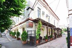La Strada Pub & Restaurant