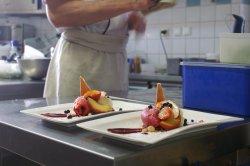 Brunoise de fruits d'été et sorbet framboise maison