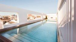 Rooftop pool (249332028)