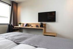 Hotel 6400