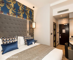 The Classic Double Room at the Mercure London Hyde Park Hotel