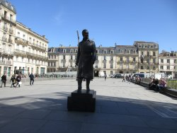 La statue de Jacques Chaban Delmas