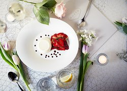 VANILLA FLAVOURED PANNA COTTA  with strawberries and aged balsamic