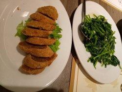 Sayur kangkung dan lumpia udang