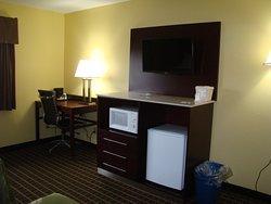 Nice Staff/Dirty Rooms!