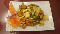 Vegan Pad Thai - Veggies & Tofu