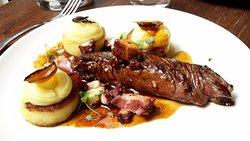 Onglet de veau poulpe en escabèche & pommes de terre