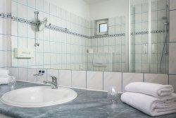 Juniorsuite: mit Du/ WC, Kosmetikspiegel, Fön, Bademantel kostenfrei ausleihbar
