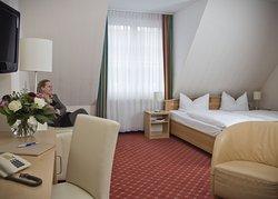 Juniorsuite: großzügig, mehr Komfort als DZ, Sofa mit Schlaffunktion zusätzl., NICHT BARRIEREFRE