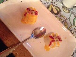 Kulfi med mangosås, så gott!
