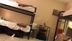 Quarto coletivo com 6 camas