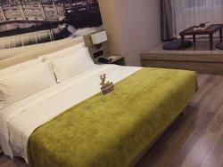 Atour Hotel Jinan Gaoxin Qilu Software Park