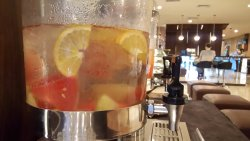 welcome drink and fruits di lobby hotel