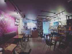 Lola Resto & Café