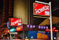 Levis Showboat