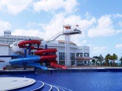 充実の施設で、た~っぷりリゾートを体感できます。(屋外プールは3月下旬~10月末のみオープン)