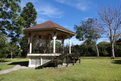 Garden hotel with 10 acreas of botanical and birding delights