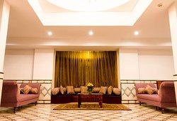 Suite floor lounge area