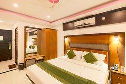 Treebo Palmyra Grand Suite