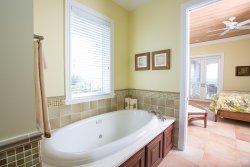 Villa en suite bathroom jacuzzi tub