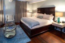 Olde Harbour Inn - River Street Suites