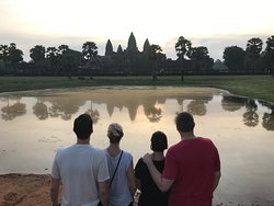 ‪Happy Angkor Wat Tour‬