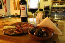 RoberTine Tapas & Winebar