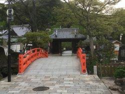 古刹須磨寺の奥に首が納められてます