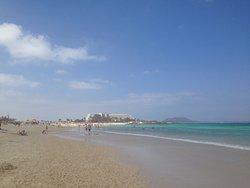 Der Strand Grandes Playas ist fantastisch, endlos weicher Sand und Platz