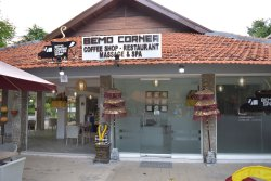 Bemo Corner Coffee Shop,Restaurant & Spa