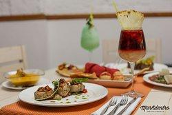 Crema de calabaza y parmesano, Carret de cerdo con vinagreta de frutas y pasas, Sangría