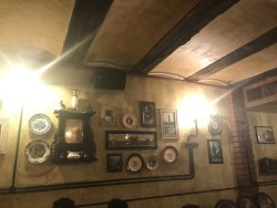 Great decor. Decent food. Awesome live music.