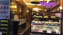 Vanillart Waffle & Coffee