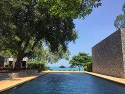 โรงแรมครอสทู กุยบุรี