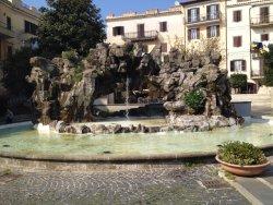 La Fontana Degli Scogli