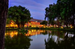 Hotel El Lago Estelar