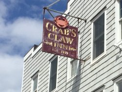 ‪Crab's Claw Inn‬