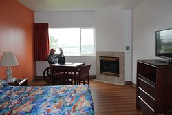 Loved the fireplace.  Easy to get to Aquarium and Hatfield, plenty of parking