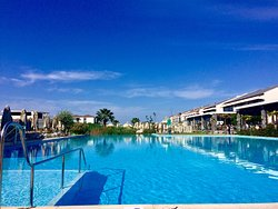 Fantastic resort on the beach with great food and a brilliant pool