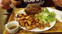 Carpaccio di scottona, crudo e formaggio - stinco di maiale alla birra