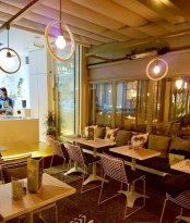 Hug Cafe & Gateaux by Despina