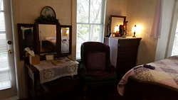 Excellent Location and Authentic Old World Charm!