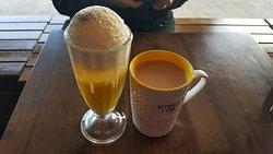 L - green tea float R - hot hazelnut milk tea