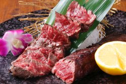 お肉料理もご用意しております。