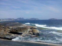 Vista Parcial da Praia e suas Pedras