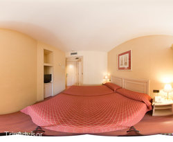Panorama of the Twin Room at the Sunotel Junior