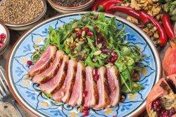 Теплый салат с утиной грудкой