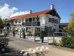 Strandhotel Dennenbos