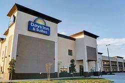 Days Inn & Suites by Wyndham Port Arthur
