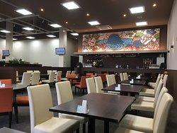 レストランと肉屋と地元産品ショップの複合施設。